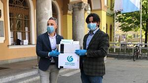 YEE'den Budapeşte'de huzurevine maske ve eldiven