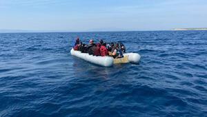 Yunan sahil güvenliğinin ölüme tek ettiği göçmenler kurtarıldı