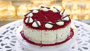 Doğum günleri de eve sığar Hem çocuklara hem büyüklere rengarenk pastalar