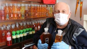 Samsunda 50 yıldır biriktirdiği 3 bin şişe kolonyayı dağıtıyor