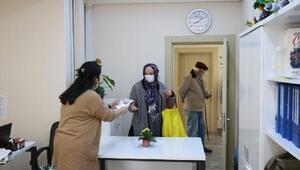 Çınarcıkta maskeler vatandaşlara dağıtılıyor