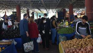İzmirliler yasağa saatler kala market ve pazar yerlerine koştu