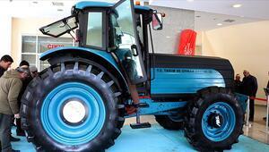 Türkiyenin ilk elektrikli traktörü asfalta iniyor