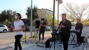 Pınarhisarda evde kalanlara moral konseri