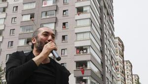 Ankarada evde kalan site sakinlerine moral konseri