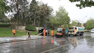 Cadde sabunlu suyla dezenfekte edildi