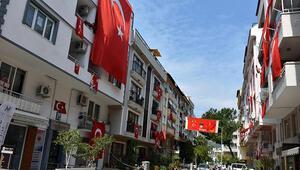 Marmariste evler 23 Nisan için bayraklarla süslendi