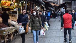 Eminönünde sokağa çıkma yasağı öncesi ramazan alışverişi hareketliliği