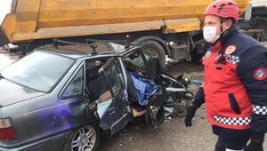 Otomobil ile hafriyat kamyonu çarpıştı: 1 ölü, 2 yaralı