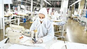 Özel kumaştan günde 75 bin maske üretiyor