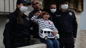 6 yaşındaki Eymene polisten hediye