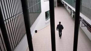 Tüm ülkeler harekete geçti: Cezaevleri birer birer boşalıyor