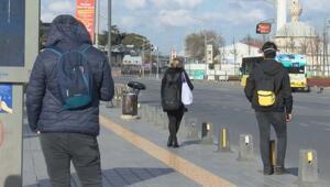 Sokağa çıkma kısıtlamasının ilk gününde işe gitmek isteyen vatandaşlar yollara çıktı