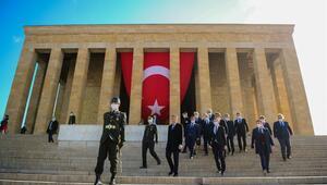 Bakan Selçuk, Anıtkabiri ziyaret etti