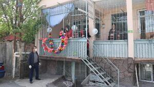 Malatyada, evlerin balkonu süslenerek 23 Nisan kutlandı