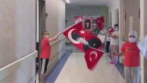 Lösemili çocuklar hastane koridorunda 23 Nisanı kutladı