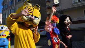 Kırklarelinde çizgi film karakterli kortej ile 23 Nisan kutlaması