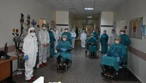 Osmaniyede koronavirüsü yenen 3 hasta, alkışlarla taburcu edildi