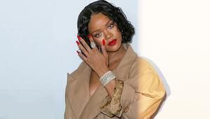 Rihannanın en iyi 10 görünümünden birinciyi seçiyoruz