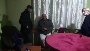 Evde kumar oynayan 13 kişiye polis baskını kamerada