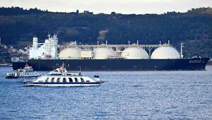 Dev doğal gaz tankeri Çanakkale Boğazından geçti