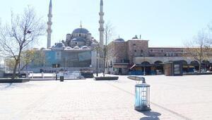 Sultanahmet ve Eminönü Meydanları boş kaldı