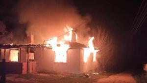 Tek katlı ev, yangında kullanılmaz hale geldi