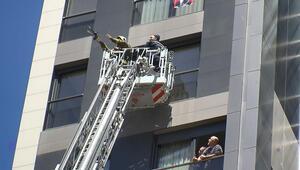Kadıköyde balkonda mahsur kalan güvercini itfaiye kurtardı