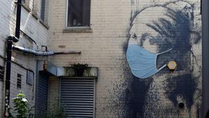 Hollandalı Mona Lisaya cerrahi maske