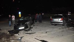 Antalyada yasak kalktı, otomobiller çarpıştı: 4 yaralı
