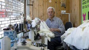 Belediye meclis üyesi sağlıkçılar için kirli çamaşır torbası dikti
