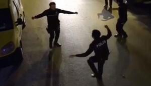 Vatandaşlar balkondan müzik çaldı, polisler oynadı