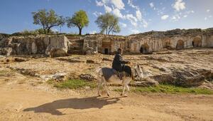 Yunushan Gelinler Dağı Roma Nekropolü ve Kaya Mezarları