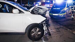 Yasa dışı otomobil yarışında ikisi ağır üç yaralı