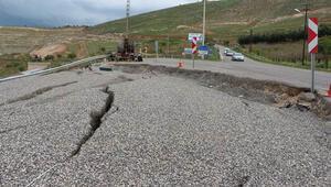 Siirtte aşırı yağışlar nedeni ile asfalt yol çöktü