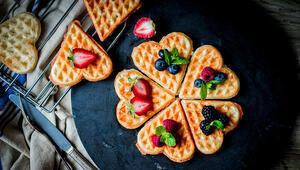 Kalorili Diye Vazgeçmeyin İşte Ev Yapımı Sağlıklı Waffle Tarifi...
