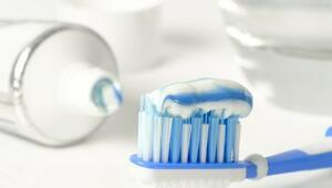 Diş fırçalamak orucu bozar mı Oruç tutarken diş fırçalanır mı