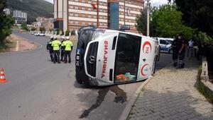 Traktör ile ambulans çarpıştı: 5 yaralı