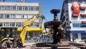 Edirnede Sevda Çeşmesi heykelinin yıkılması vatandaşları ikiye böldü