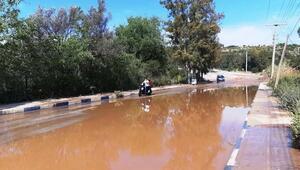 Bodrumda patlayan su borusu çevreyi göle çevirdi