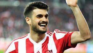 Fatih Aksoydan transfer açıklaması Beşiktaşta kalmak istiyorum