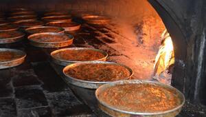Odun ateşinde pişirilen tahinli pide Aksarayda ramazanın gözdesi