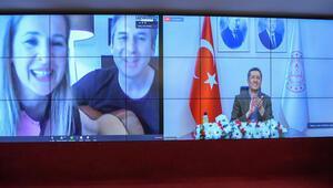 Doğum gününde Bakan'a türkü sürprizi