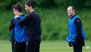 Gary Neville: Cristiano Ronaldo, Pelenin rekorunu kırmak istiyor