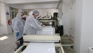 Kağıthanedeki okulda sağlık çalışanları için 7 çeşit ürün üretiliyor