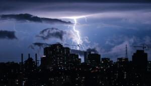 Son dakika haberler: İstanbul'da şimşekler geceyi aydınlattı