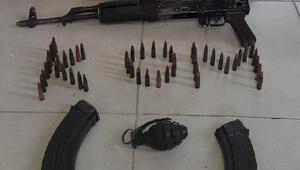 Adana'da bir evde kalaşnikof tüfek ve el bombası ele geçirildi