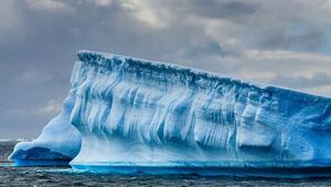 Dünyanın en büyük yüzen buz kütlesi ayrılmaya başladı