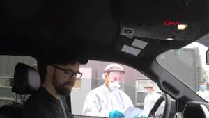 ABDde koronavirüs testi kuyruğu: Arabanın içinden test yaptırıyorlar