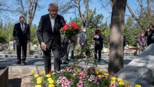 CHP Genel Başkanı Kılıçdaroğlu, Deniz Gezmişin mezarını ziyaret etti